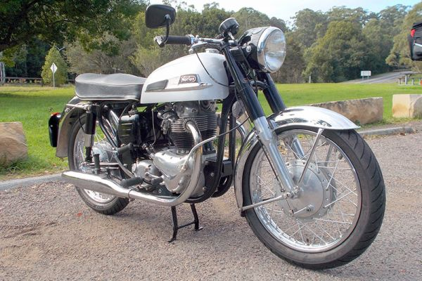 1962-norton-650-ss53176101-BA32-9F7B-3618-DA993C8906FF.jpg